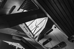 look up abstrait en n&b (Rudy Pilarski) Tags: nikon nb bw bâtiment building monochrome moderne modern minimalisme abstract abstrait paris city ciudad ville urbain urban urbano architecture architectura capitale france francia europe europa nikkor d7100 dowtown design 1020 forme form géométrie geometry geometria geométrique thebestoffnikon thepassionphotography