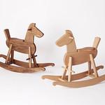 木製揺り木馬の写真