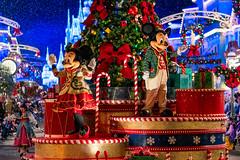 Very Merry Christmas! (MarcStampfli) Tags: disney florida magickingdom mainstreetusa mickeysverymerrychristmasparty night nikond7500 parades themeparks vacationkingdom wdw waltdisneyworld