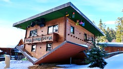 Haus am Kopf (Sanseira) Tags: bayerischer wald st englmar haus am kopf umgedreht architektur attraktion wipfel weg