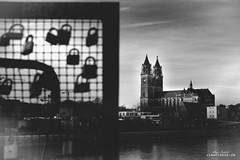 Dom (Viewfreeze) Tags: elbe magdeburg orte dom schlos liebesbekenntnis liebe love hubbrücke liebesschloss schatten schwarz