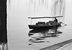 Hangzhou Senza titolo5 (Daniele Pisani) Tags: shanghai hangzhou china cina barca boat lago lake oriente pellicolo analogica m6 leica hp5 trix summicron 50mm