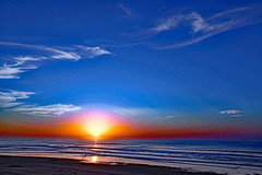 Our cosmic insignificance (Ciceruacchio) Tags: sky ciel cielo sun soleil sole sunset tramonto coucherdesoleil cosmos sea mer mère mare ocean oceano acqua atlanticcoast costaatlantica côteatlantique medoc france francia frankreich nikond750