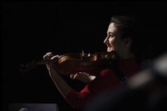 Sonrisa cómplice (Guillermo Relaño) Tags: maxbruch camerata musicalis teatro nuevoapolo madrid guillermorelaño nikon d90 concierto número1 n1 violín violin especial ¿porquéesespecial orquesta orchestra maríadelmarjurado solista