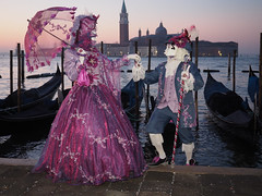 a last photo about the Venice carnival 2019 (Flavio Ciarafoni) Tags: flaviociarafoni flavio ciarafoni carnevale venice carnival venezia besties bestoftheday cool crazy festa friend fun funtime funtimes goodtime urban people fotovenezia sanmarcovenezia venicebynight visititaly travelingtheworld italianbeauties italiabella photo pics picture pictures capture moment igersveneto burano igersvenezia gondolatime gondola gondolas venicecity iglobalphotographers olympus omd em1 em10 zuiko 1240