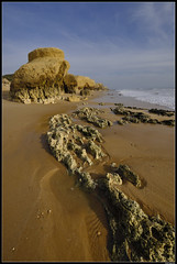 Praia De Galé #3 (LilFr38) Tags: lilfr38 fujifilmxpro2 fujifilmfujinonxf1024mmf4rlmois algarve portugal praiadegalé beach ocean sand wave cliff rock plage océan sable vague rocher falaise