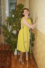 amp-1800 (vsmrn) Tags: amputee woman crutches onelegged nylon pantyhose