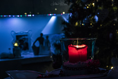 Pensiero d'Inverno (antoniomolitierno) Tags: dettaglio atmosfera sensazione essenziale candela fiamma calore lume casa anima relax luci fuoco sfocato umore simboli riflesso vetro scia luce nastro albero natale natalizio detail atmosphere sensation essential candle flame heat light home soul lights fire out focus mood symbols reflection glass shah tape tree christmas christmassy bokeh canon 760d
