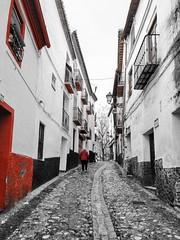 La subida a Plaza Larga (Micheo) Tags: spain granada españa cutout rojo red subida esfuerzo cuestalaalhacaba albaicin bnbw blancoynegro blackandwhite