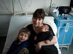 Pauline et les enfants (Dahrth) Tags: gf1 lumix20mm microquatretiers famille family mère mother maman bébé baby