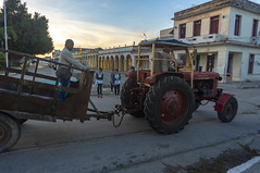Tractor fashion (lezumbalaberenjena) Tags: camajuani villas villa clara cuba 2019 lezumbalaberenjena