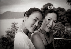 mother and daughter. (nicholas dominic talvola) Tags: leicam2 50mmsummilux film ilfordhp5 1600