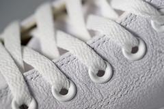 sneaker (ingrid eulenfan) Tags: macromondays makro whiteonwhite turnschuhe sneaker schnürsenkel weiss