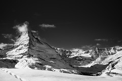 ds Hore - the Horn (Rico the noob) Tags: dof z6 2470mm nature outlook mountains outdoor travel tree snow clouds published trees zermatt switzerland 2470mmf4 monochrome schweiz forest sky 2018 blackandwhite mountain bw landscape ice