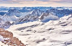 Zugspitze  (2962 m ) (flowerikka) Tags: alpen bavaria bayern berge berggipfeln blau eis felsen gebirge germany himmel horizont ice mountains rocks schnee skiarea skipisten sky slopes snow view white winter wintertime zugspitze