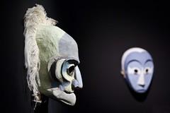 Vieillard et serviteur (Gerard Hermand) Tags: 1903227594 gerardhermand france paris canon eos5dmarkii grillon masque mask exposition exhibition sculpture