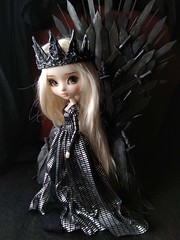 Daenerys en plata (Lunalila1) Tags: doll groove pullip mio kit fc custo custom rakeru sensei daenerys handmade outfit clothes dress lunalilaclothes lilafakeoutfit fake diy trono de hierro throne iron gameofthrones got juegodetronos enokland