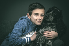 Just friends. (LACPIXEL) Tags: portrait retrato r malone chien dog perro pet animal mascota cocker bleu enfant kid child boy chico ami amigo friend just nikon nikonteam nikonfr flickr elinchrom lacpixel