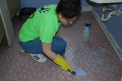DSC_4539 (Newport News Choice) Tags: serve the city 2019 cni volunteers community service youth children teens scrubbing gloves cleaning floors