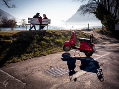 Italian Sunday! (Beppe Cavalleri - www.beppecavalleri.com) Tags: sun piaggio wonderful fujifilmgfx50r lakegada beautiful relax mediumformat couple beppecavalleri fujinon4528 wwwbeppecavallericom lake vespa gardasee streetreportage