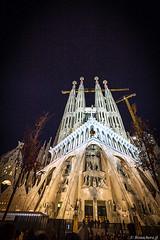 Barcelone-176 (bonacherajf) Tags: barcelona barcelone catalogne catalunya espagne espania spagna sagradafamilia cathédrale bynight nocturne poselongue longexposure