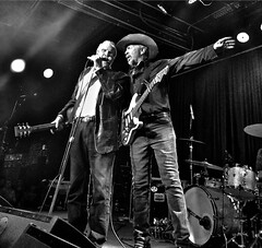 San Juan Capistrano, CA (DClemm) Tags: thecoachhouse music musicans davealvin philalvin iphone blackandwhite sanjuancapistrano california orangecounty livemusic