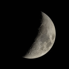 Crescent moon (Erik de Klerck) Tags: moon maan crescent dark night astrophotography stacking telescope dslr newton mirror reflector skywatcher sky