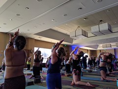 People do Eagle pose at large yoga class with Schuyler Grant and DJ at Wanderlust (Eric Broder Van Dyke) Tags: wanderlust oahu 2019 pixel3 people do eagle pose large yoga class with schuyler grant dj