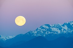 Moonset Over the Olympics (bombeeney) Tags: washington pacificnorthwest goldengardens olympicpeninsula olympicmountains moon sunrise moonset supermoon