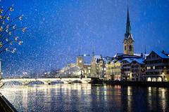 Zürich (RS_1978) Tags: nacht schnee fluss winter schweiz gewässer stadt sony sonyalpha7rii brücke zürich acqua bridge city eau ilce7rm2 neige neve nieve night notte nuit river rivière snow wasser water ch batis240cf