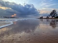 IMG_6314 ~ keindahan alam pagi (alongbc) Tags: pantailanjut kualarompin rompin pahang malaysia travel place trip sunrise dawn morning beach coast coastline shoreline seascape cloud sea sky sun canon eos700d 700d canonlens 10mm18mm wideangle