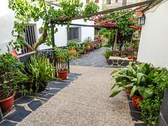 calle Corredera Guadalupe Caceres 01 (Rafael Gomez - http://micamara.es) Tags: esp españa extremadura guadalupe calle corredera caceres
