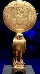 Figurine d'Horus sous les traits d'un faucon solaire, 1336-1326 av. J.-C. (y.caradec) Tags: paris tutankhamon toutânkhamon tutanchamun france europe king tut tutenkhamon tutenkhamen tutankhaten tutankhamun tutankhamen nebcheperre ench amun anch tutanchamon tutanchaton tutenchamun tutanchamón ankh toetankamenarتوت عنخ آمونarzتوت امونasttutankamónazbتوت انخ ענח آمونuztutanxamonvitutankhamunwartutankhamunyiטוטאַנכאַמוןyotutankhamunzhminnantutankhamunzhyue圖坦卡門zh图坦卡蒙 expositiontoutânkhamonletrésordupharaon auxgrandeshallesdelavilletteàparisexhibitiontutankamuntreasuresofthegoldenpharaoh exposition le trésor du pharaon aux grandes halles de la villette à exhibition tutankamun treasures golden pharaoh тутонхомун ฟาโรห์ตุตันคาเมน тутанхамон توت آمون tutanxamon טוטאַנכאַמון 圖坦卡門 图坦卡蒙 תותענחאמון توتانخآمون توتعنخامون توتعنخآمون توتعنخآمون तुथंखमुन তুতানখামেন ਤੂਤਨਖ਼ਾਮੁਨ துட்டன்காமன் തൂത്തൻഖാമൻ ටූටන්ඛාමූන් 투탕카멘