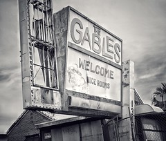 Dead Gables Sign (podolux) Tags: 2019 april2019 sony sonya7 a7 sonyilce7 ilce7 blancoynegro blackandwhite bw monochrome duotone sign signs deadsign abandoned