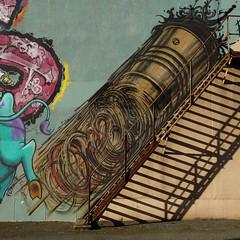 Par ici ! (Esteban 86360) Tags: tag graff graffiti peinture murale mur house urbex poitiers gare escalier marche montée dessin draw drawing art france poitou vienne colors couleurs