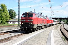 218.403-4 & 218.423-2, Lindau, Germany 14-05-17 (Tin Wis Vin) Tags: locos railways germany db rabbit lindau