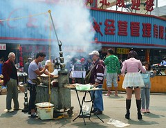 Shanghai - BBQ time! (cnmark) Tags: china shanghai zhabeidistrict qiujiangroad street road bbq barbecue people smoke 中国 上海 闸北区 虬江路 上海音像城 ©allrightsreserved