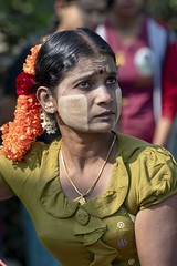 habitée (Patrick Doreau) Tags: portrait asiatique asian myanmar birmanie beauté beauty fête hindoue burma couleurs colors thaipusam woman femme regard yeux eyes