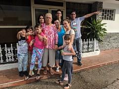 Un rato con la familia (lezumbalaberenjena) Tags: santa clara cuba lezumbalaberenjena 2019 restaurant vitrales vista hermosa