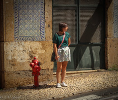 Alfama, Lisboa, Portugal (TMStorari) Tags: streetphotography lisboa lisbon portugal portogallo girl people street lisbona city cityscapes urbanphotography città europe europa woman persone azulejos beauty beautiful afternoon sun sunny travel explore travelphotography life via strada road alfama