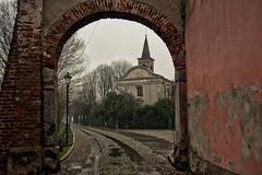 Come pioveva... (Jean-Pierre54) Tags: pioggia chiesa morimondo