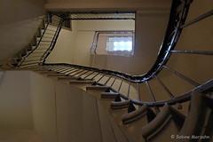 Atelierhaus (Sockenhummel) Tags: treppe treppenhaus fuji xt10 staircase stairwell stairs escaliers stufen architektur architecture steps haus geländer handlauf railing gebäude