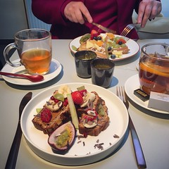 Delicious breakfast @ Bite Leuven (Kristel Van Loock) Tags: biteleuven bite leuven breakfast primacolazione frühstück ontbijt ontbijten breakfastphotography petitdéjeuner desayuno fooddrinks tiensestraat loveatfirstbite visitleuven seemyleuven atleuven louvain lovanio lovaina breakfastrestaurant leveninleuven leuvencity iloveleuven culinair leuveneet leuvensmaakt visitflanders visitflemishbrabant vlaamsbrabant vlaanderen flanders fiandre flandre flemishbrabant brabantefiammingo brabantflamand yummy hotspotleuven leuvenhotspot deliciousbreakfast tea thee bananabread bananenbrood peanutbutter fruit frutta