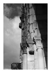 Abbaye de Vauclair (DavidB1977) Tags: france picardie hautsdefrance aisne bouconvillevauclair abbaye ruines monochrome bw nb fujifilm x100f