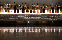 Delante de la barra de un bar (ricardocarmonafdez) Tags: botellas bottles glasses vasos copas cristal crystal reflejos reflections simetria symmetry composition light shadows lifestyle color ricardocarmonafdez ricardojcf nikon d850 urbandetails ciudad city