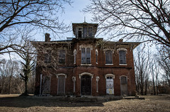 (Rodney Harvey) Tags: abandoned mansion illinois architecture bath 1850 spooky haunted rural decay