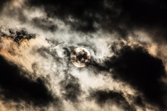 catch the sun / @ 300 mm / 2019-03-05 (astrofreak81) Tags: explore catchthesun clouds shadow schatten sunset sun wolken sonnenuntergang sonne sky himmel heaven light dawn orangesky orange dresden 20190305 astrofreak81 sylviomüller sylvio müller