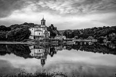 Niembro, Llanes (ccc.39) Tags: asturias llanes niembro ría cantábrico ensenada iglesia reflejo blancoynegro byn water reflections coast church blackandwhite bw monochrome
