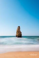 Praia do Carvalho, Algarve (thethomsn) Tags: carvalho beach praiadocarvalho algarve portugal sky blue sea longexposure langzeitbelichtung meer strand sandy waves coast travel day