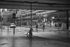 Berlin 2 (Lennart Arendes) Tags: canon eos 1n kodak trix 400 analog 35mm kb f4 d76 berlin alexanderplatz rain street bike car people lamp rubbish black white